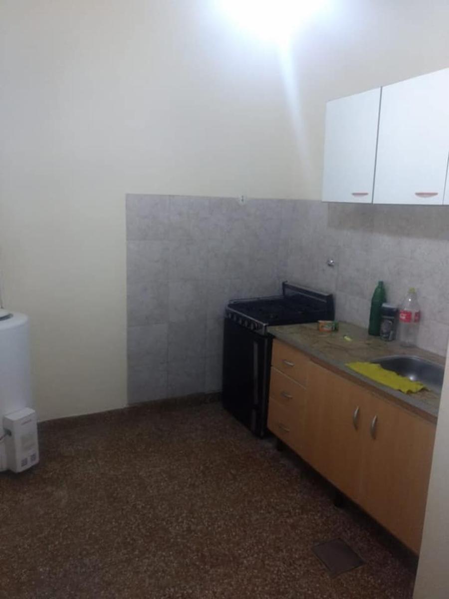 casa 4 ambientes, buena zona, fondo libre, cerca av marquez