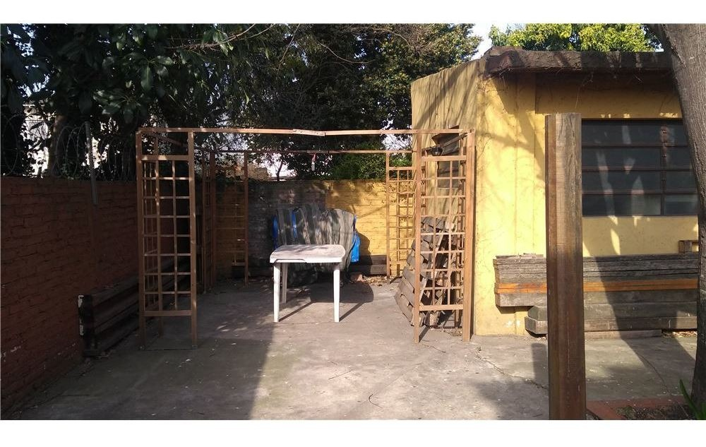 casa 4 ambientes. castelar. norte c/ parque y coch
