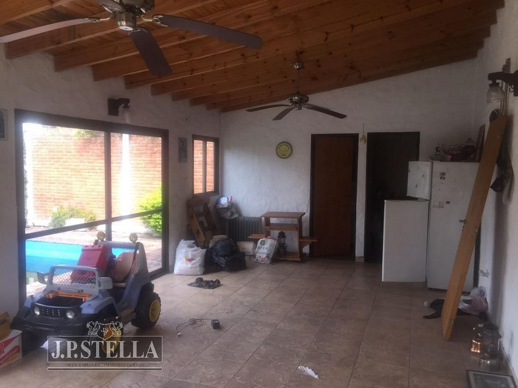 casa 4 ambientes c/cochera p/ 2 autos - quincho - pileta - parque - villa luzuriaga