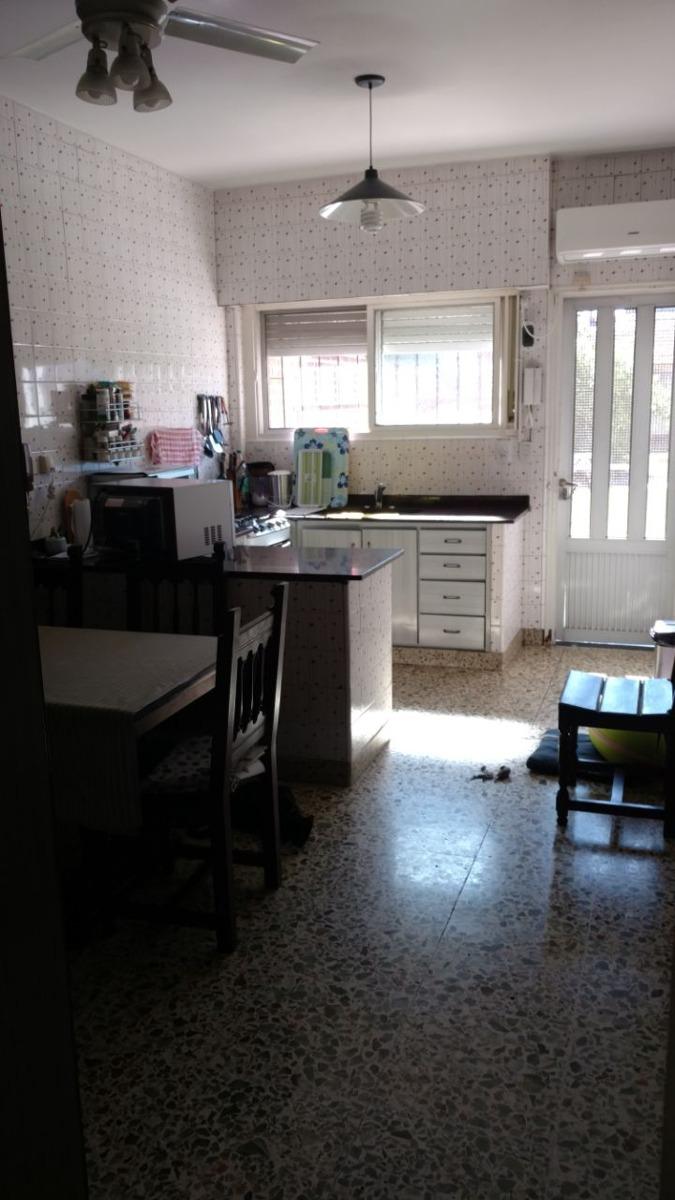 casa 4 ambientes con dependencia y fondo libre