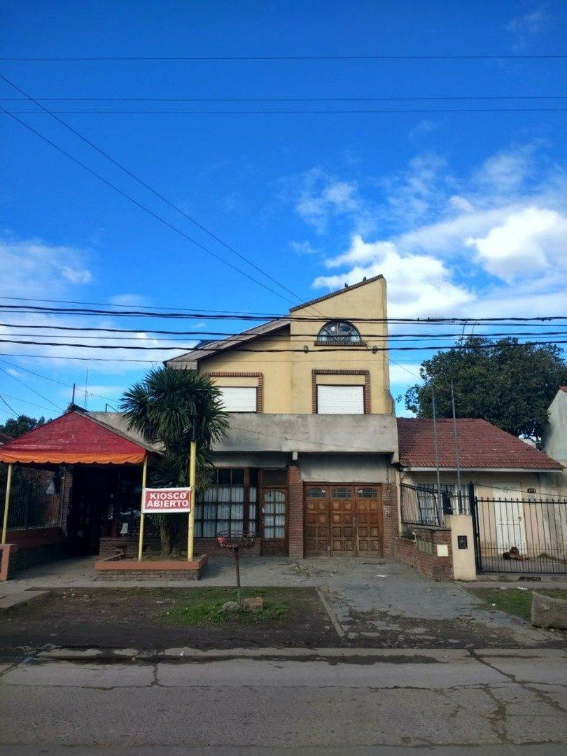 casa 4 ambientes con dos locales en block o separados