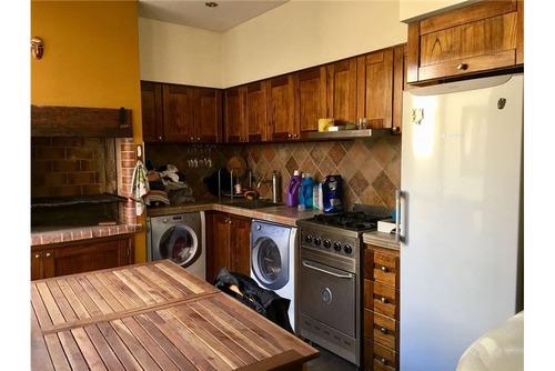 casa 4 ambientes con garage en lomas del mirador.