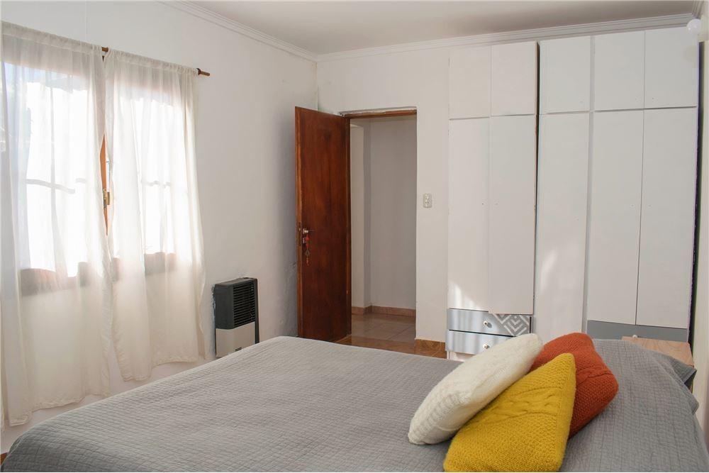 casa 4 ambientes con garaje  + departamento 3 amb