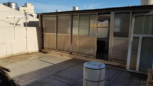 casa 4 ambientes con garaje descubierto patio y tza.