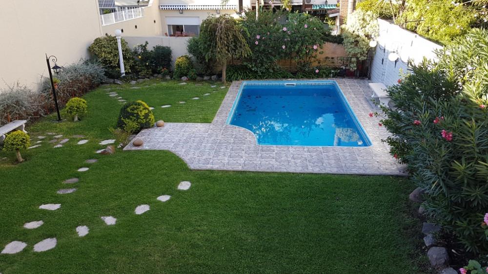 casa 4 ambientes con jardín y pileta - 3 cocheras