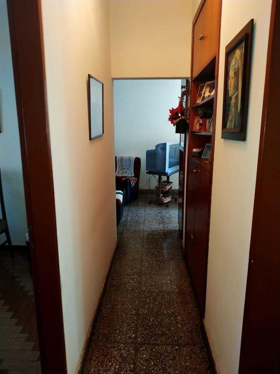 casa 4 ambientes con jardín y quincho pje sta. catalina 1200