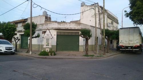 casa 4 ambientes con local comercial