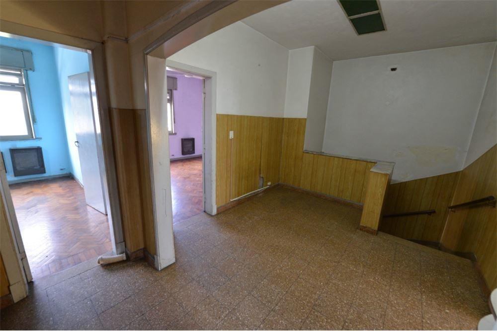 casa 4 ambientes con local y oficina