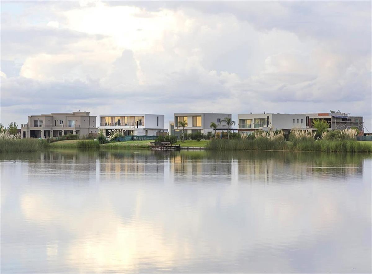 casa 4 ambientes con pileta y parque el canton puerto