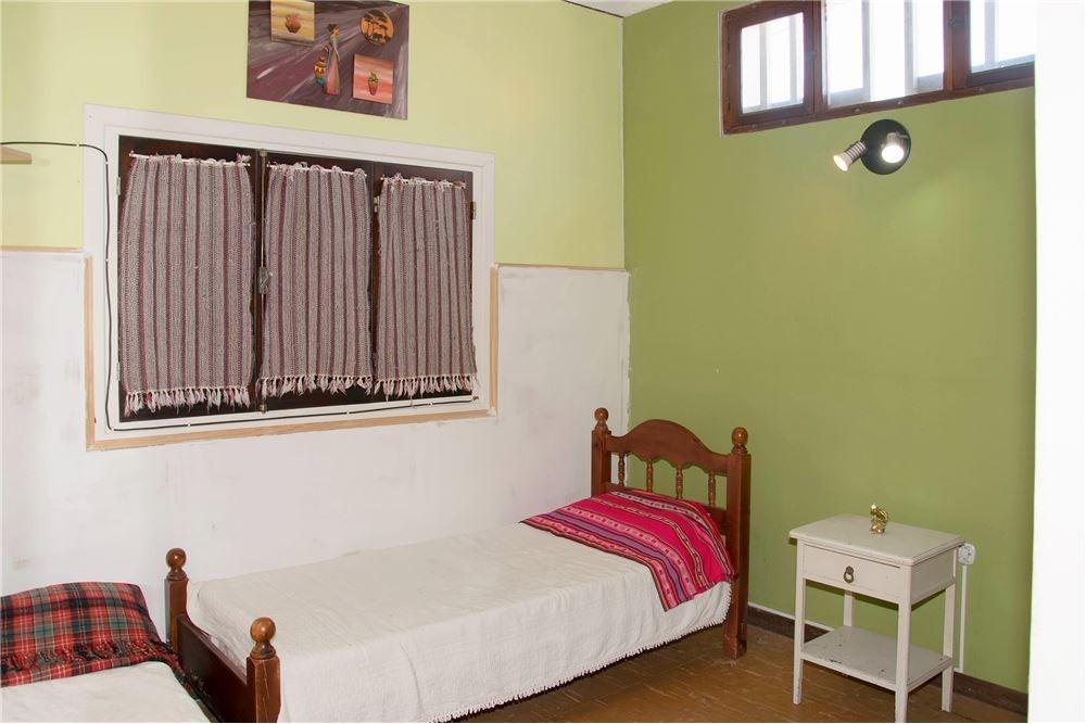 casa 4 ambientes con quincho y patio !!!
