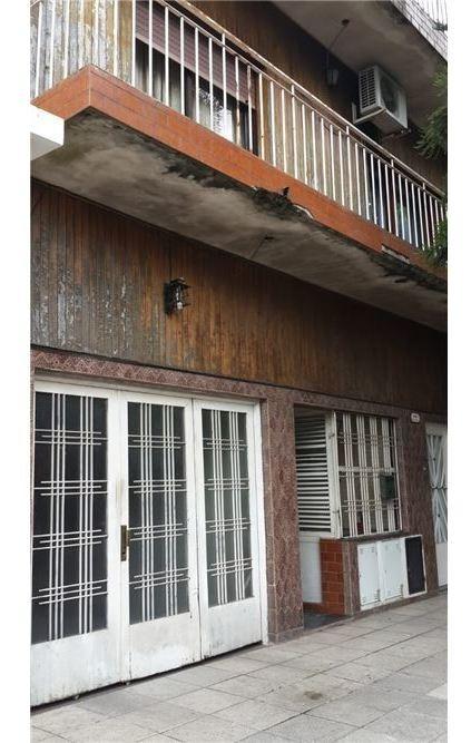 casa 4 ambientes con terraza + 2 dpts con renta.