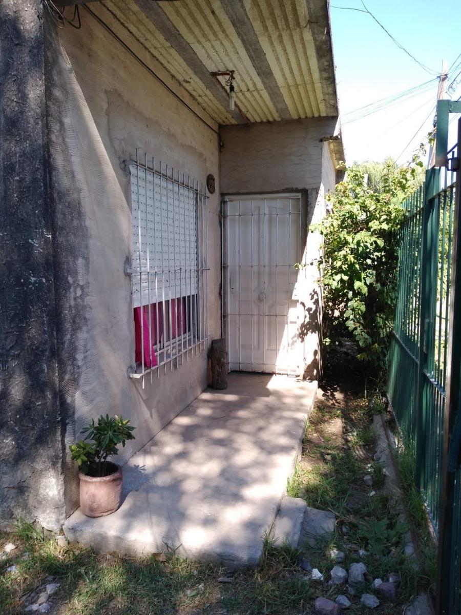 casa 4 ambientes económica en  merlo***