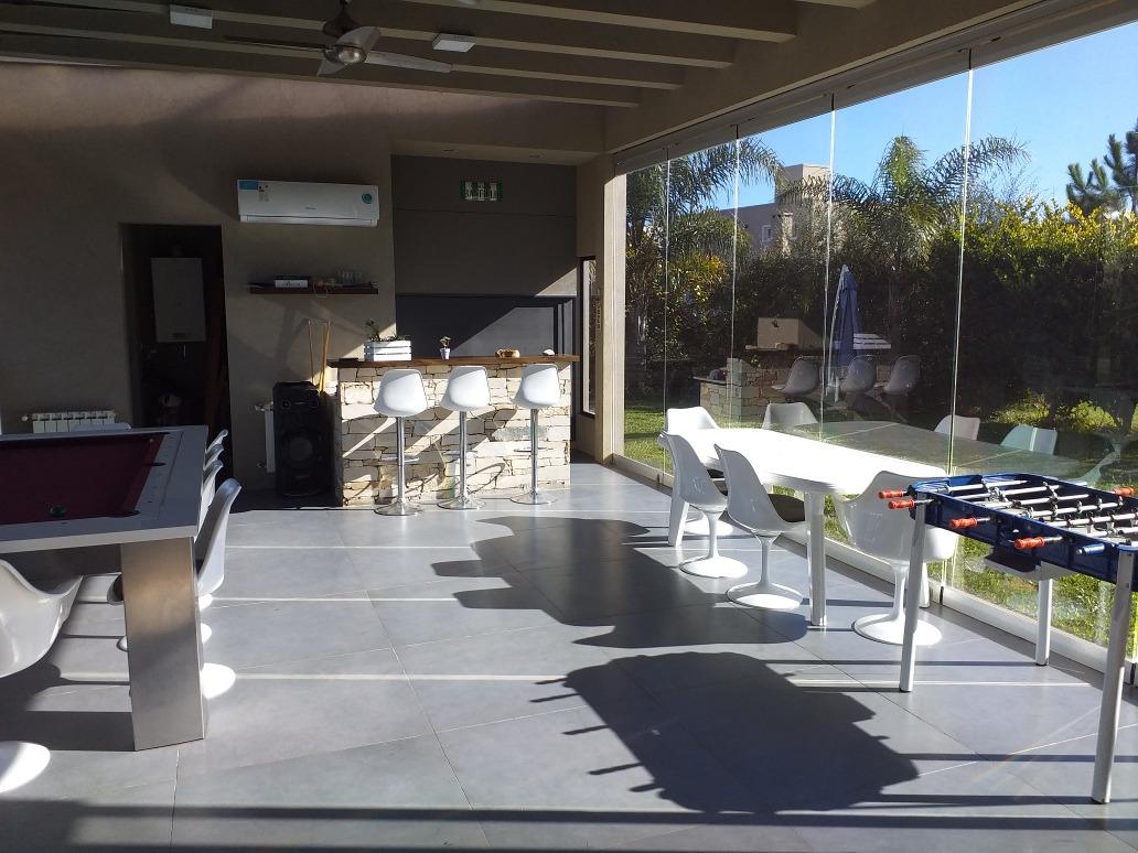 casa 4 ambientes en barrio don joaquin con pileta climatizad