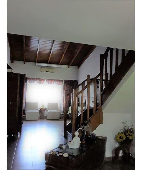 casa 4 ambientes en limite moron / villa luzuriaga