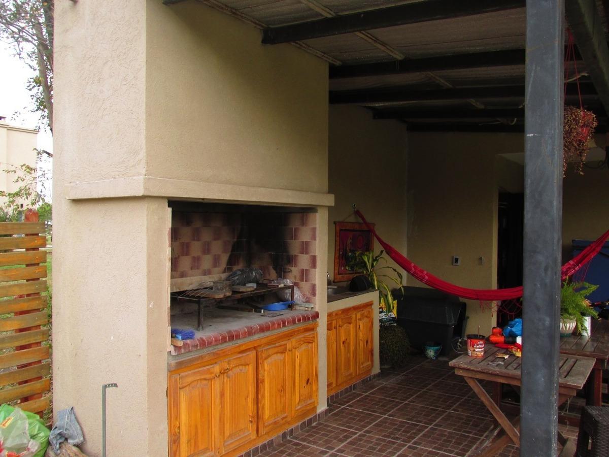 casa 4 ambientes  en santa guadalupe pilar del este