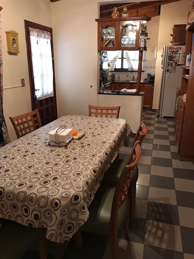 casa 4 ambientes en venta con quincho, parrilla, fondo libre, en wilde