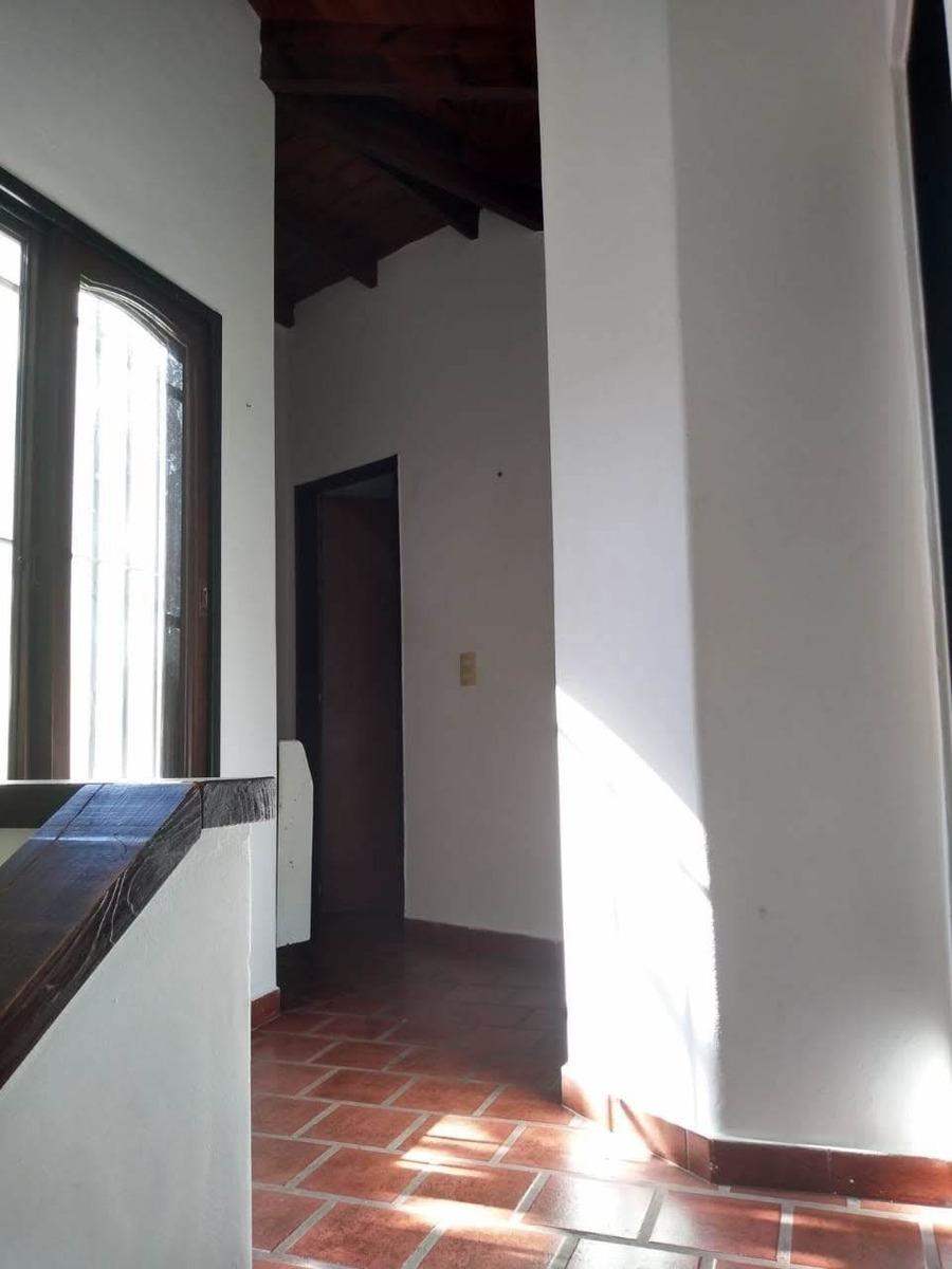 casa 4 ambientes en venta en villa alpina,  pilar