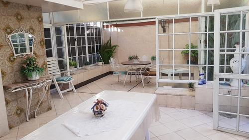 casa 4 ambientes,  escritorio,  fondo libre, quincho, garaje