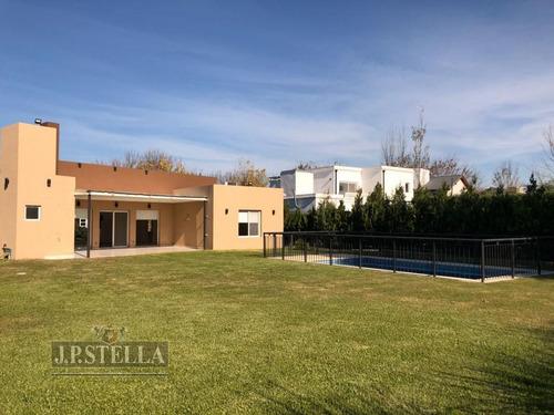 casa 4 ambientes, garage, quincho y pileta - lote  800 m² - 180 m² cub. - san patricio