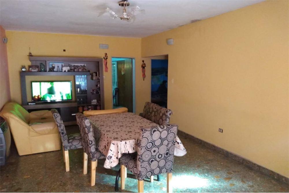 casa 4 ambientes gonzalez catan con local y jardín