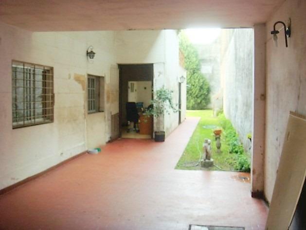 casa 4 ambientes, patio, jardín, parrilla, cochera.