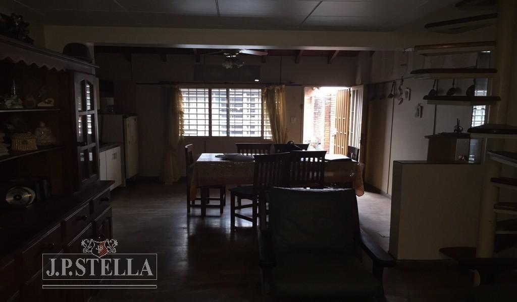 casa 4 ambientes - quincho - garage - lomas del mirador