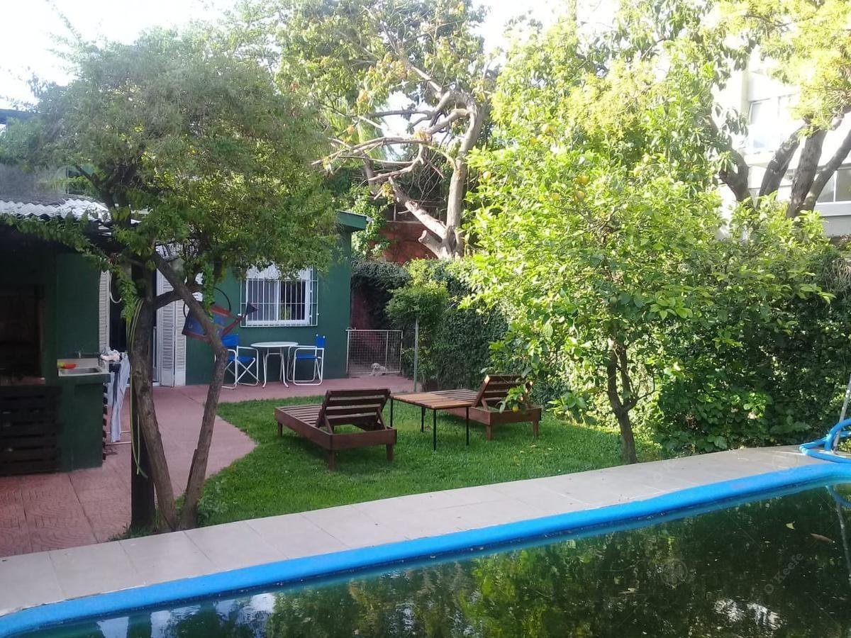 casa 4 ambientes sobre lote de 8.66 mts por 22.87 mts con cochera - quilmes