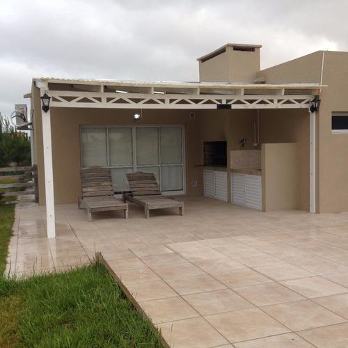 casa 4 ambientes y 2 baños con pileta de natación