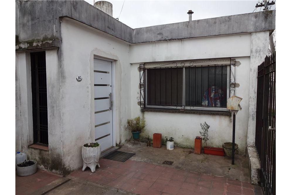casa 4 ambientes y garage castelar sur