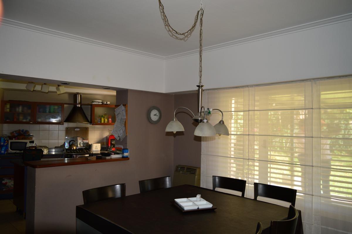 casa 4 dorm, 2 baños y pileta- 215 mts 2 - manuel b gonnet