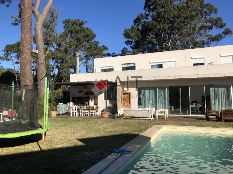 casa 4 dorm. piscina propia. barrio cerrado con piscina, bbcoa y +.-ref:5502