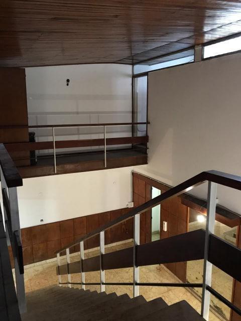 casa 4 dormitorios, 2 baños y cochera -lote 8 x 20 mts- apta profesional - la plata