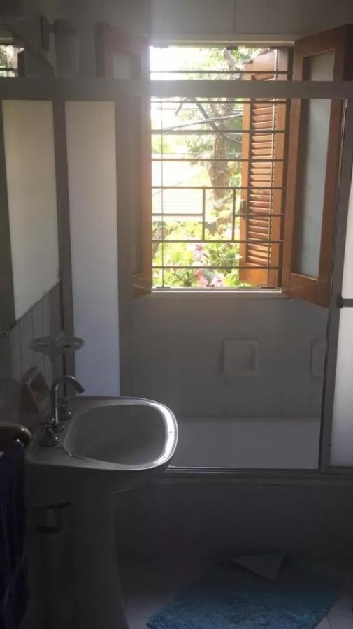 casa 4 dormitorios, 3 baños y cochera 3 autos-lote 10 x 40 mts y 257 mts 2  - la plata