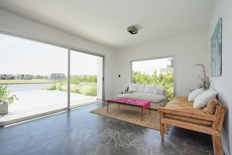 casa 4 dormitorios a estrenar racionalista al lago en castaños