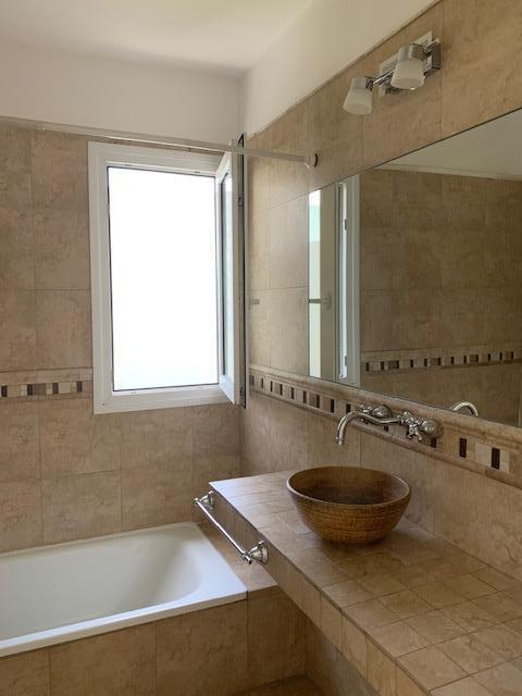 casa 4 dormitorios con dependencia nordelta. piscina climatizada con jacuzzi.