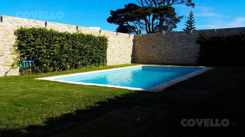 casa 4 dormitorios con piscina y play room , playa mansa