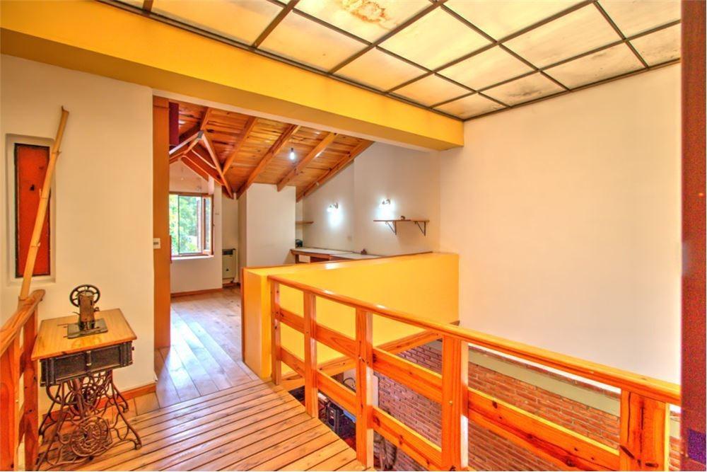 casa 4 dormitorios en gonnet. parque y garage.