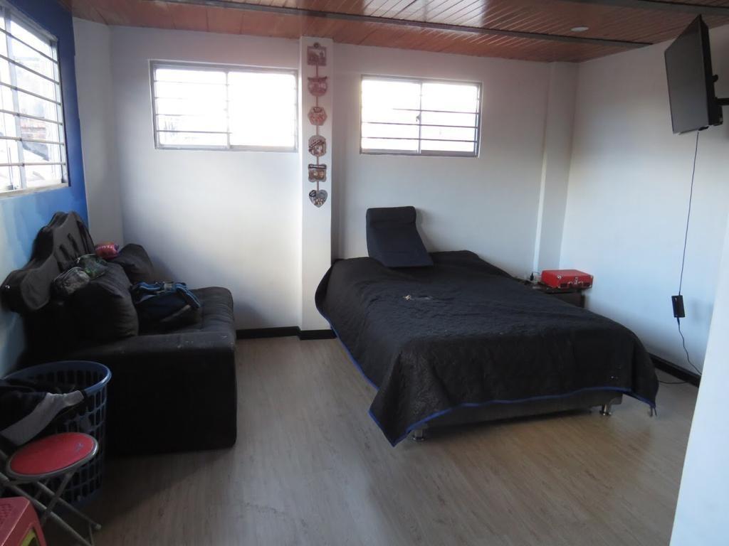 casa 4 habitaciones 2 baños 2 cuartos estudio 2 garajes