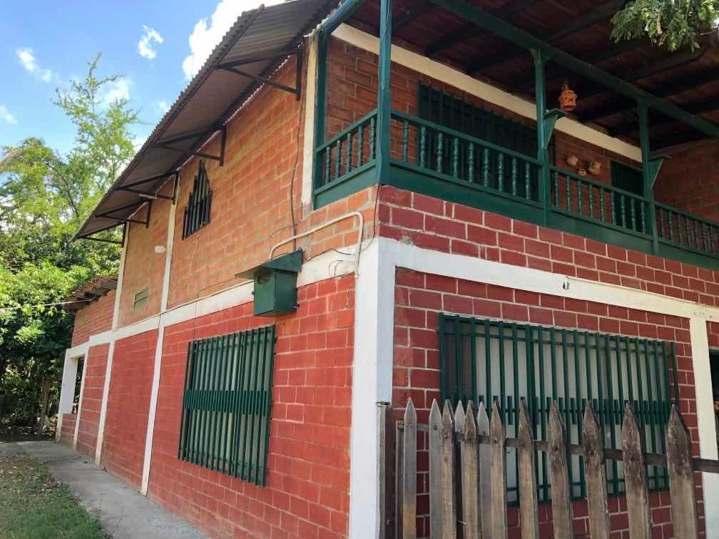 casa 4 habitaciones 2 baños 2 garajes