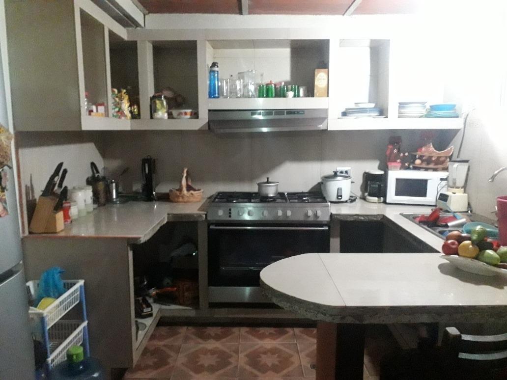 casa 4 habitaciones, 2 baños, sala, cocina, comedor
