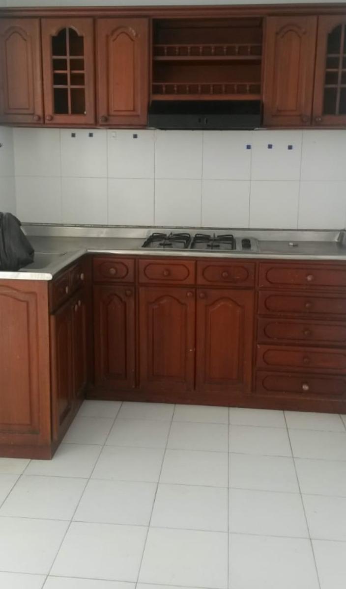 casa 4 habitaciones, 3 baños,sala comedor,cocina,patio