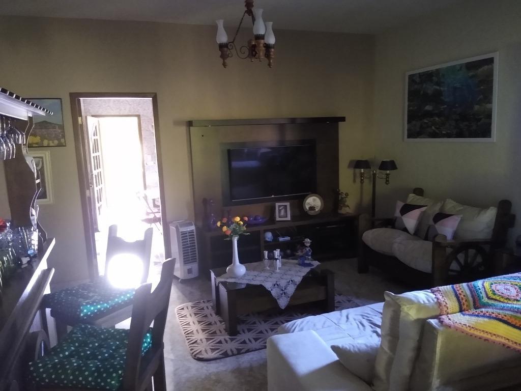 casa 4 quartos, sendo 2 suítes, 2 varandas em condomínio.