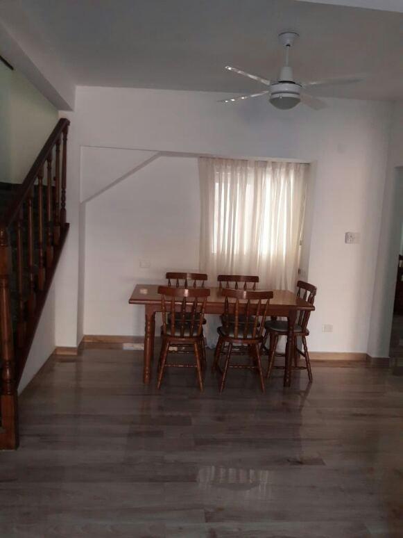 casa ,5 amb, 140 m2 cub y 190 m de lote ,patio y tza,florida