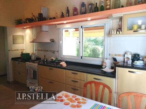 casa 5 amb  350 m² cub. en 2 plantas / lote 1500 m²- las cañuelas club de campo