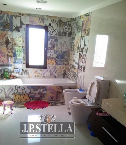 casa 5 amb. c/cochera - quincho y pileta - lote 1188 m² - 420 m² cub. - terravista