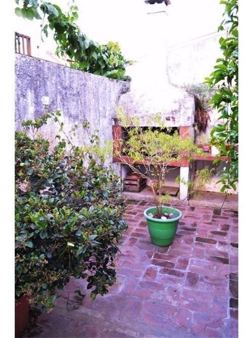 casa 5 amb jardín, pileta a dos cuadras av centen.