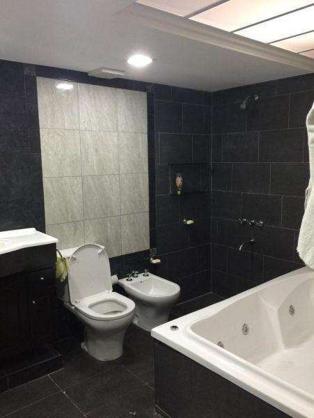 casa 5 amb. s/ lote de 1500 m2 c/ piscina y casa de huéspede