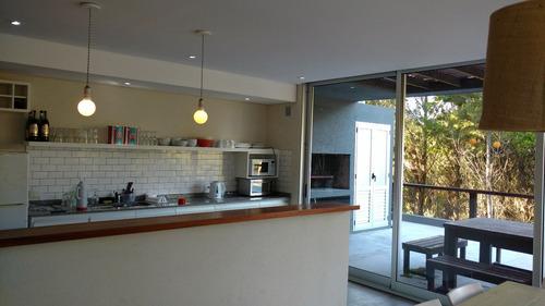 casa 5 ambientes , 4 cuartos, uno en suite , 4 baños