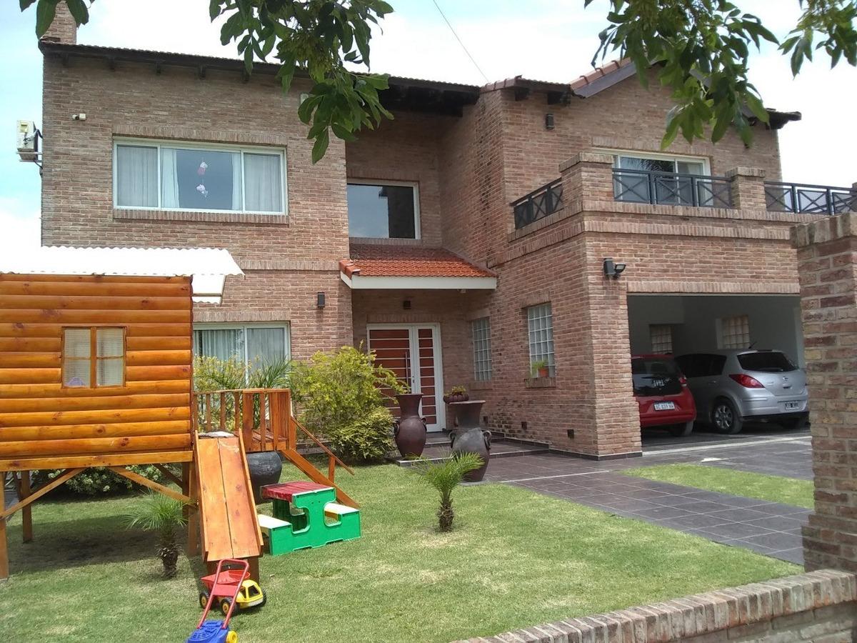 casa 5 ambientes, 5 baños, piscina y quincho completo