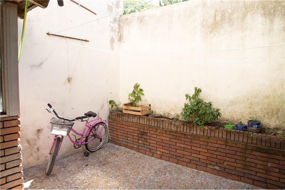 casa 5 ambientes c/ altillo y patio-lanús